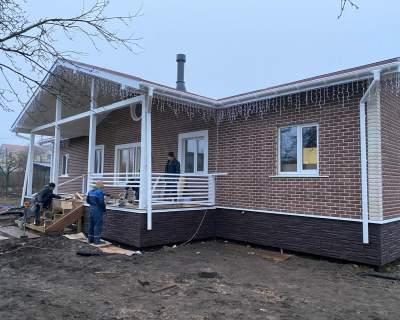 Строительство одноэтажного дома из СИП панелей, по индивидуальному проекту в г. Гатчина Ленинградской области