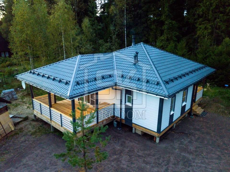 Одноэтажный дом в п. Лебяжье Ленинградской области.