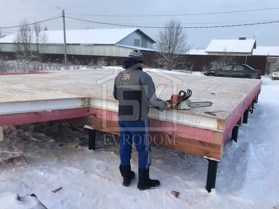 Начат монтаж домокомплекта в д. Санино Ленинградской области.