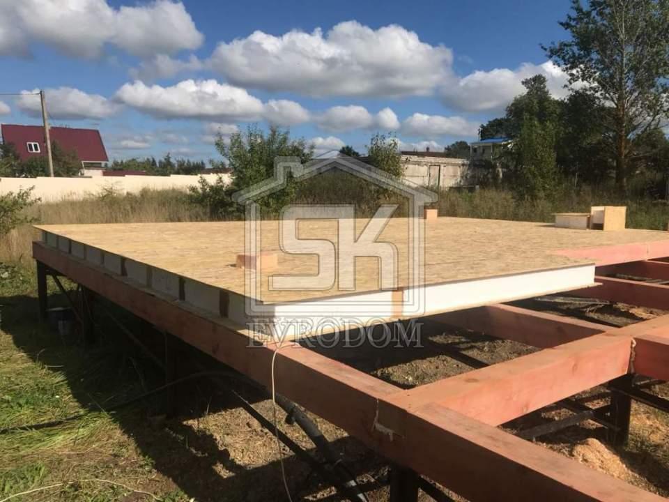 Начат монтаж дома из СИП панелей в п.Коммолово Ленинградской области.