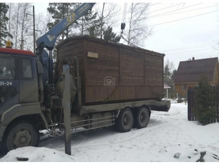 Доставка строительной бытовки на участок.