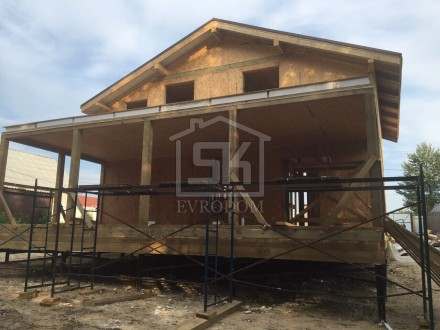 Строительство дома из СИП панелей по индивидуальному проекту в п.Озерки Ленинградской области.