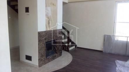 Внутренняя отделка дома из СИП панелей (гостиная с камином)