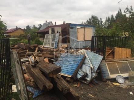 Ведутся работы по демонтажу дома
