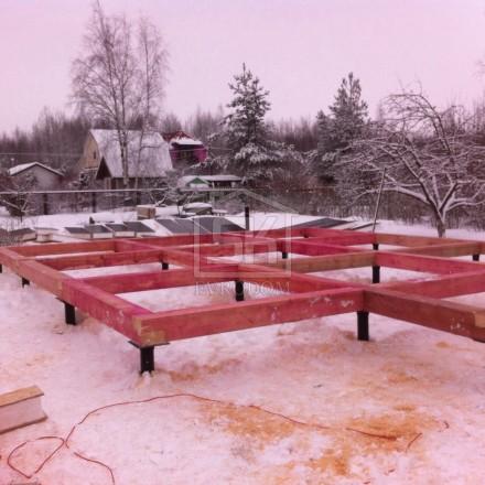 Строительство дома из СИП панелей (монтаж обвязочного бруса)