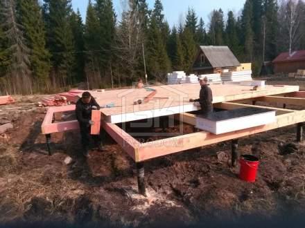 Строительство одноэтажного дома из СИП панелей в д. Чаща Ленинградской области.