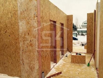 Монтаж цокольного перекрытия и стен первого этажа