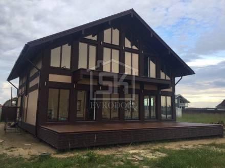 Закончены отделочные работы дома из СИП панелей в г. Отрадном Ленинградской области.