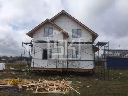 Начались работы по отделке фасада дома п. Красный Бор Ленинградской области.